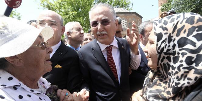 L'ancien chef de l'Organisation de la conférence islamique (OCI) a été désigné par les deux partis de l'opposition turque candidat à l'élection présidentielle, le 29 juin 2014.