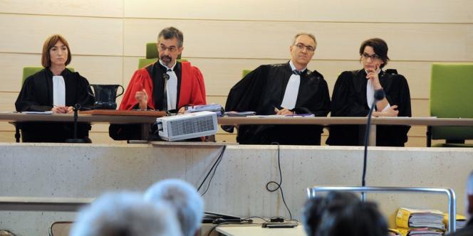 Les magistrats de la Cour d'assises à l'ouverture du procès des parents de Marina, condamnés à trente ans de réclusion criminelle en 2012.