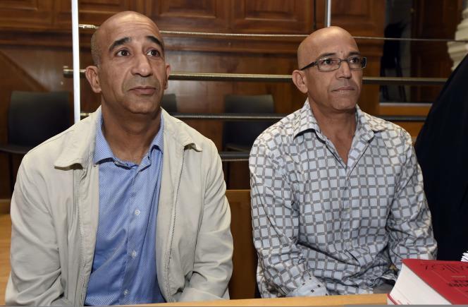 Abdelkader Azzimani (à g.) et Abderrahim El-Jabri — ici le 30 juin — ont passé respectivement douze et treize ans derrière les barreaux avant que leur condamnation soit annulée par la justice le15mai2013.