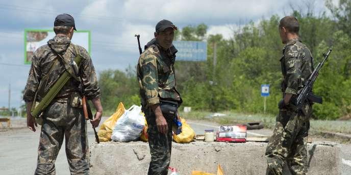 Anatoli Klian effectuait un reportage dimanche soir avec des rebelles aux abords d'une unité militaire ukrainienne de la région de Donetsk.