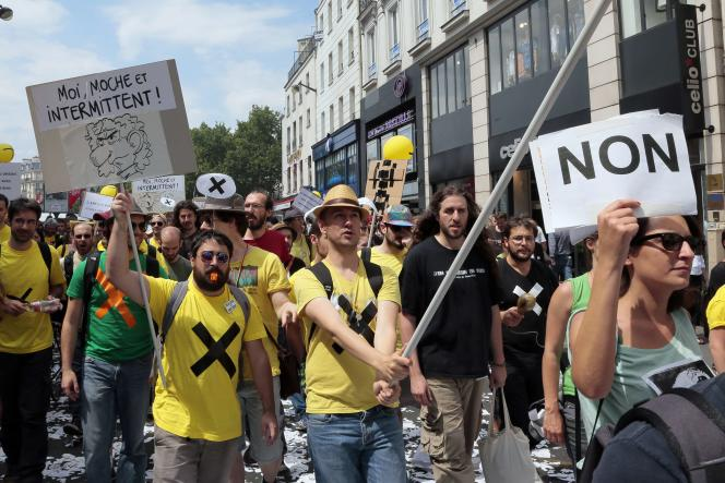 Manifestation d'intermittents à Paris le 26 juin contre la réforme de leur statut.