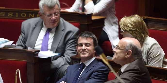 Le secrétaire d'Etat chargé du budget, Christian Eckert (à gauche), le premier ministre, Manuel Valls, et le secrétaire d'Etat chargé des relations avec le Parlement, Jean-Marie Le Guen, le 25 juin à l'Assemblée nationale.