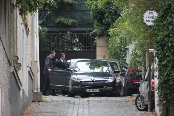 Nicolas Sarkozy quitte don domicile à 7h33 pour se rendre à Nanterre, le 1er juillet.