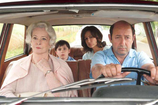 Dominique Lavanant, Kad Merad, Mathéo Boisselier et Valérie Lemercier dans le film de Laurent Tirard,