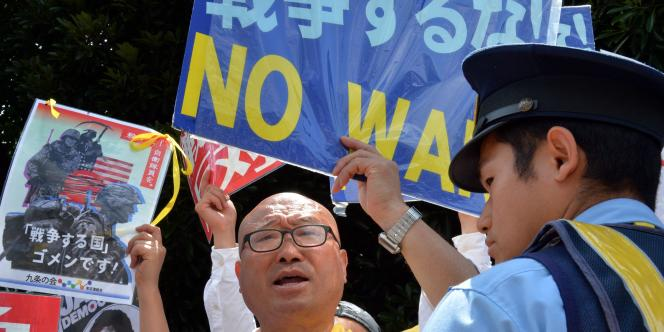 Mardi, des centaines de manifestants ont défilé près du bureau du premier ministre pour tenter de s'opposer à l'adoption du projet.