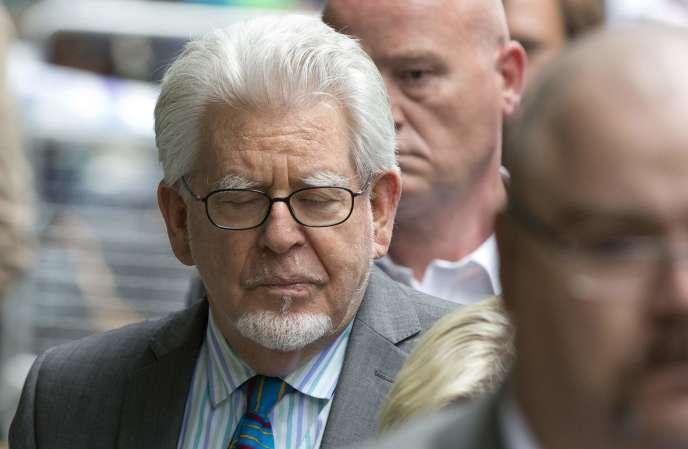 Rolf Harris à sa sortie de la cour, le 30 juin à Londres.
