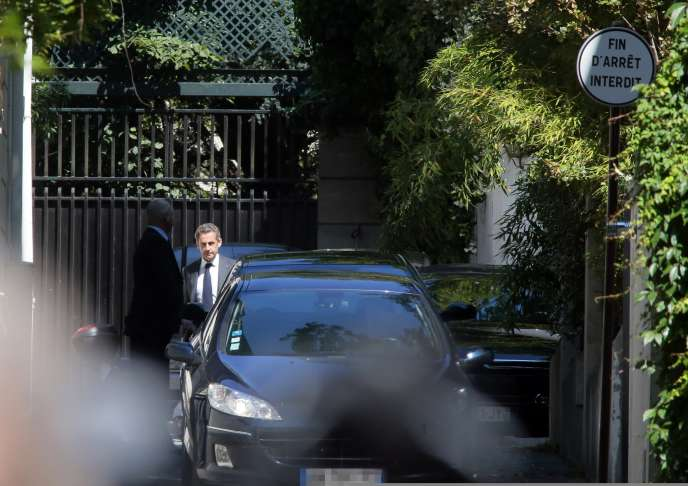 Nicolas Sarkozy à la sortie de son domicile, mercredi 2 juillet.