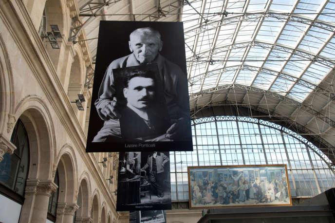 Le portrait du dernier poilu français, Lazare Ponticelli, exposé à la gare de l'Est à Paris.