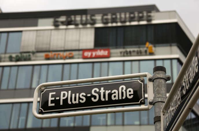 Devant le siège de l'opérateur de téléphonie mobile E-Plus, à Düsseldorf (Allemagne).