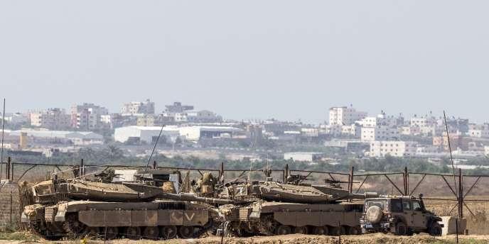 Des tanks israéliens à la frontière de la bande de Gaza jeudi3juillet.