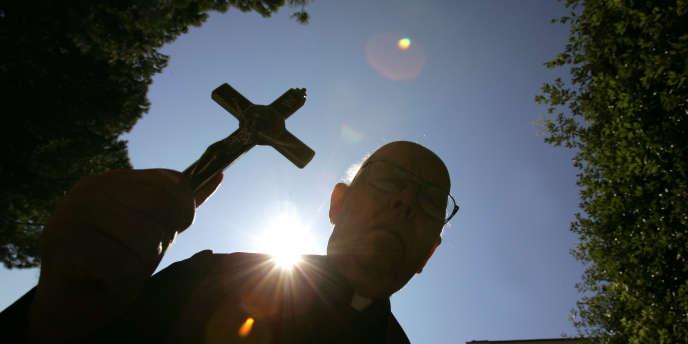 L'exorciste du diocèse de Rome, Don Gabriele Amorth, enoctobre2005.