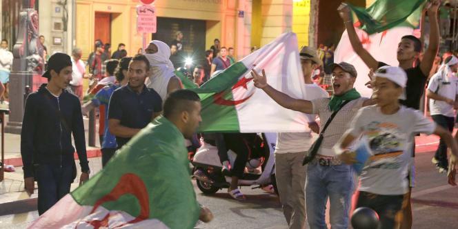 Supporters algériens à Marseille lors du match Algérie-Allemagne.