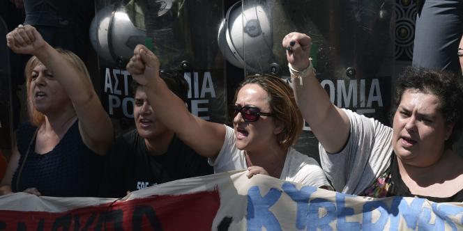 Des femmes de ménage manifestent, le 1erjuillet2014 à Athènes.