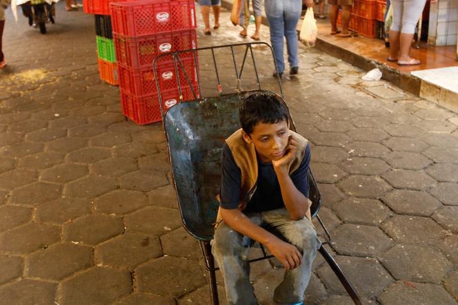 Après le Sénat, le Parlement bolivien a approuvé, mercredi 2 juillet, le nouveau code de l'enfant et de l'adolescent qui prévoit de baisser, dans certains cas, l'âge minimum légal en deçà des 14 ans requis pour travailler.