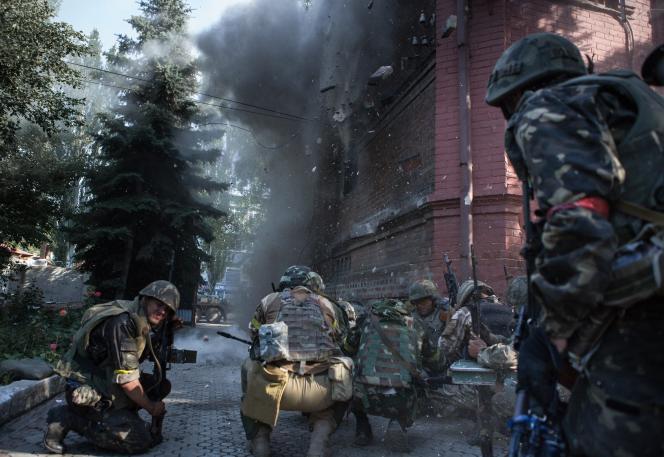 L'armée ukrainienne sécurise l'ancien quartier général des séparatistes à Sloviansk, le 5 juillet.