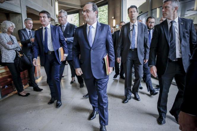 François Hollande, Manuel Valls et Jean-Paul Delevoye participent à la grande conférence sociale pour l'emploi au Palais d'Iena à Paris.