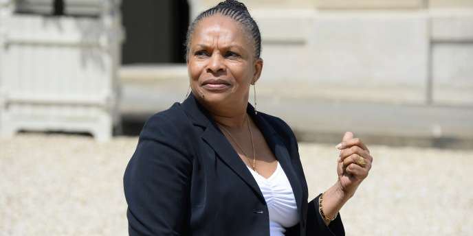 Christiane Taubira, ministre de la justice, dans la cour de l'Elysée, le 11 juin.