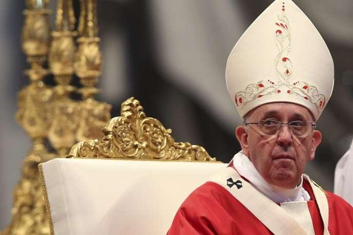 Le pape François dans la basilique Saint-Pierre, le 29 juin 2014.