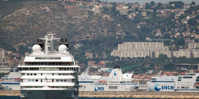 L'entreprise maritime, en grève, est détenue à 25% par l'Etat, qui concentre le feu de critiques unanimes des syndicats, des actionnaires et des élus de Corse.