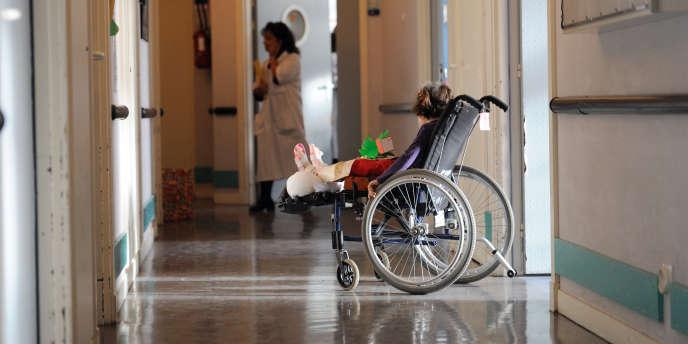 Dans un couloir de l'hôpital de Garches, en 2010.