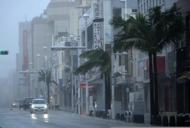 Le supertyphon Neoguri touche l'île d'Okinawa mardi 8 juillet.