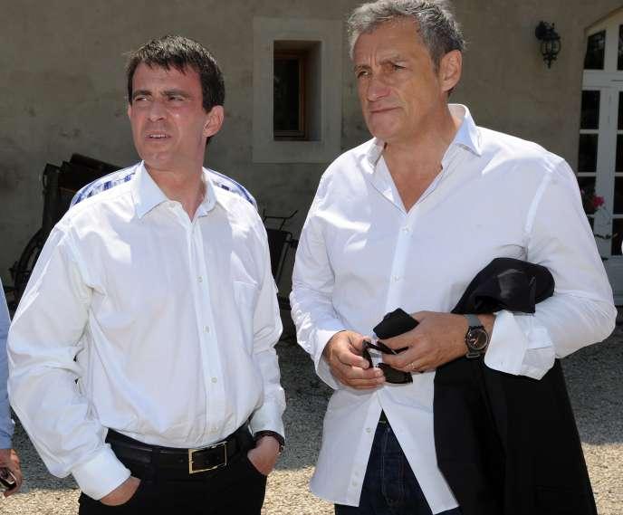 Manuel Valls et le maire de Montpellier, Philippe Saurel, le 6 juillet à Vauvert (Gard).