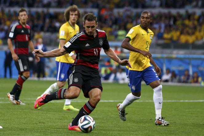 L'attaquant allemand Miroslav Klose est devenu le meilleur buteur de l'histoire de la Coupe du monde.
