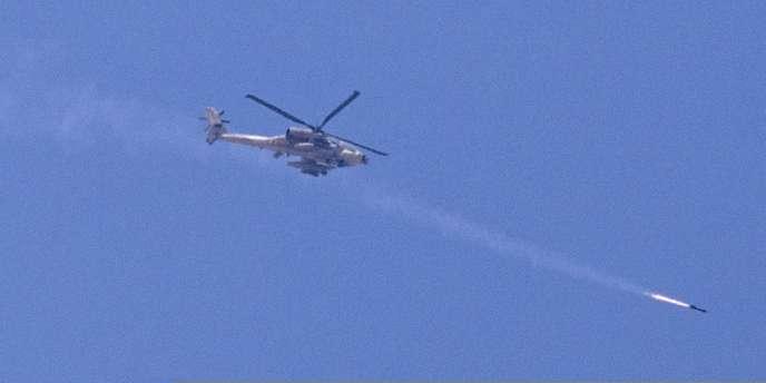 Un hélicoptère Apache israélien tire un missile sur Gaza, le 8 juillet 2014.
