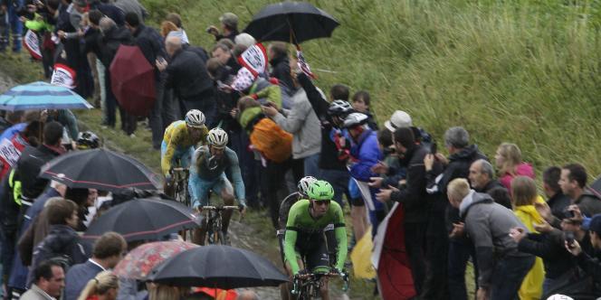 Le maillot jaune Vincenzo Nibali a terminé troisième de l'étape et creuse l'écart sur Alberto Contador au classement général.