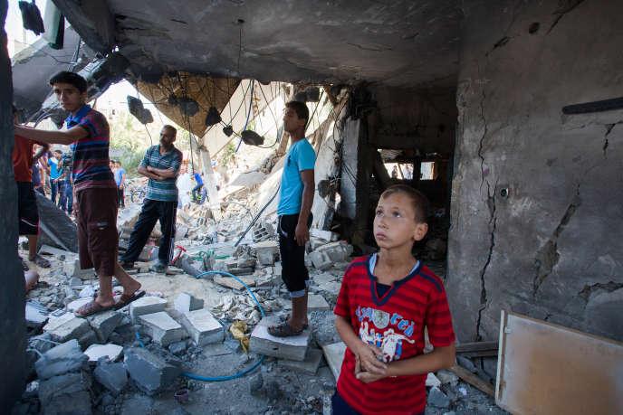 Un tir de missile israélien contre la maison de la famille Al-Kaware a fait huit morts, mardi 8 juillet, à Khan Younès, dans le sud de la bande de Gaza.