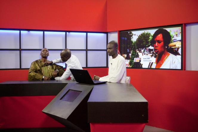 Plateau de la chaîne sénégalaise Télévision Futurs Médias, à Dakar.