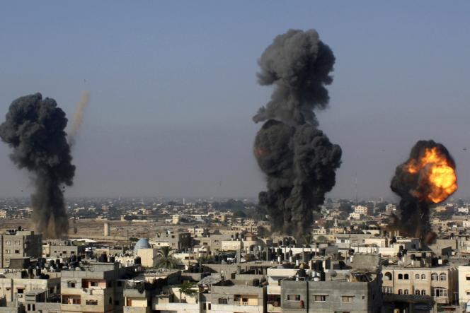Frappes israéliennes contre des tunnels entre l'Egypte et la bande de Gaza, mercredi 9 juillet.
