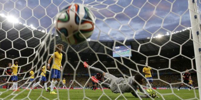 La très large victoire allemande sur les Brésiliens, mardi, est tout simplement historique à plusieurs égards.