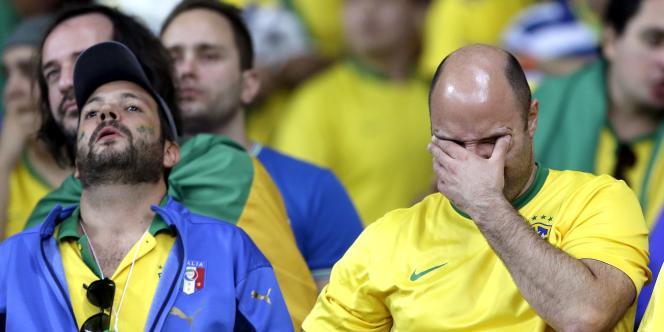 Les supporteurs brésiliens se désolent de la défaite de la Seleçao mardi face à l'Allemagne (7-1).
