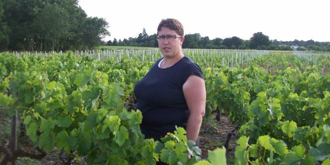 Marie-Lys Bibeyran dans une vigne de Listrac-Médoc (Gironde).