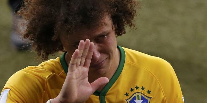 David Luiz en pleurs après la déroute du Brésil face à l'Allemagne, le 8 juillet à Belo Horizonte.