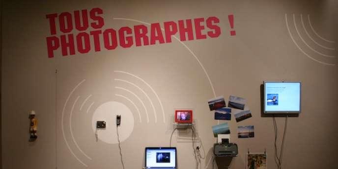 La charte « Tous photographes » rappelle aux visiteurs les bons usages photographiques dans un établissement patrimonial.
