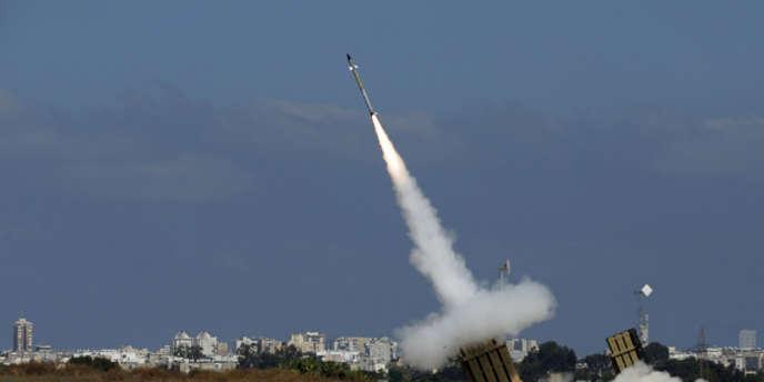 Un missile du « Dôme de fer » est lancé depuis la ville d'Ashdod, dans le sud d'Israël, pour intercepter une roquette tirée depuis la bande de Gaza, le 9 juillet.