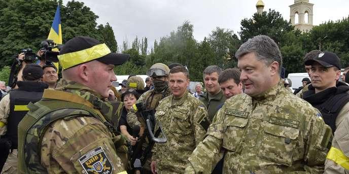 Le président Porochenko à Sloviansk, le 8 juillet 2014.