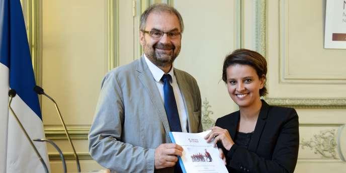 François Chérèque, le président de l'agence du service civique, et Najat Vallaud-Belkacem, ministre des droits des femmes, de la ville, de la jeunesse et des sports, vendredi 11 juillet.