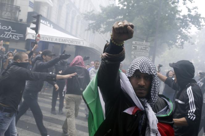 A Paris, près de la place de la Bastille, le 13 juillet.