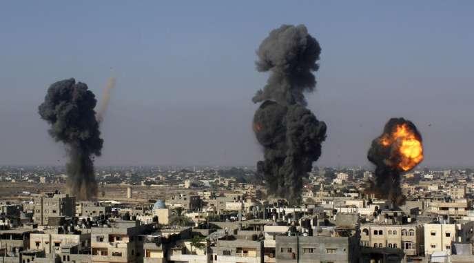 Des missiles s'écrasent sur la ville de Gaza, le 9 juillet.