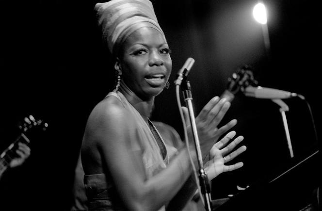 La chanteuse de jazz américaine Nina Simone, en juillet 1969 lors d'un concert dans le cadre du festival panafricain d'Alger.