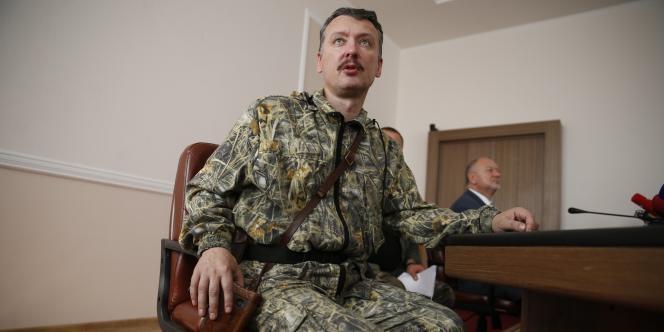 Au centre, Igor Strelkov, « ministre de la défense » de la « république de Donetsk ».