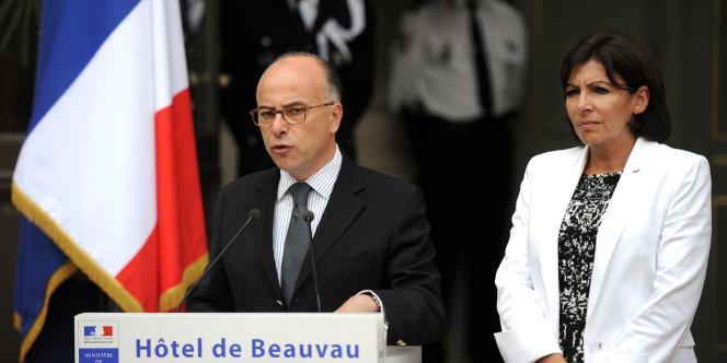 Bernard Cazeneuve et Anne Hidalgo après leur rencontre avec les représentants des organisations juives de France, lundi 14 juillet.
