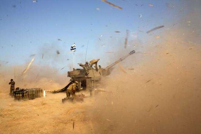 Une unité d'artillerie israélienne, le 12 juillet à la frontière entre Israël et la bande de Gaza.