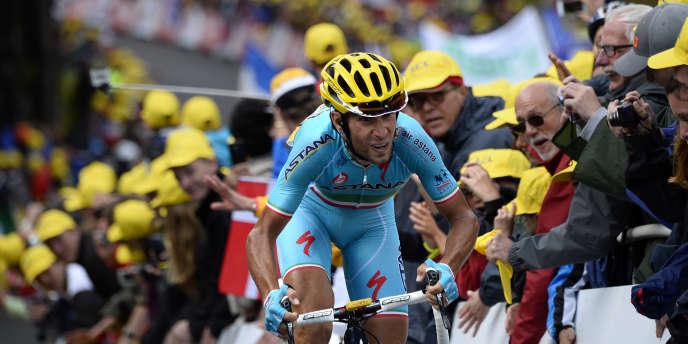 Le leader d'Astana, Vincenzo Nibali, sur la dixième étape du Tour entre Mulhouse et la Planche des Belles Filles, lundi 14 juillet.