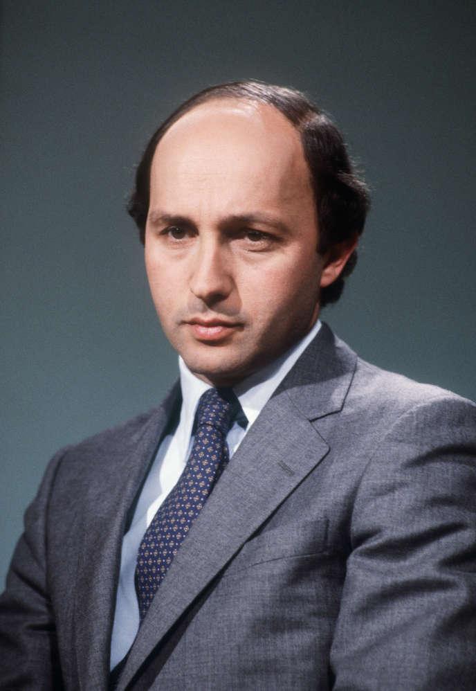 Photo du ministre de l'industrie Laurent Fabius prise le 18 avril 1984 à Paris au cours de l'émission Les Mardis de l'information dont il était l'invité.