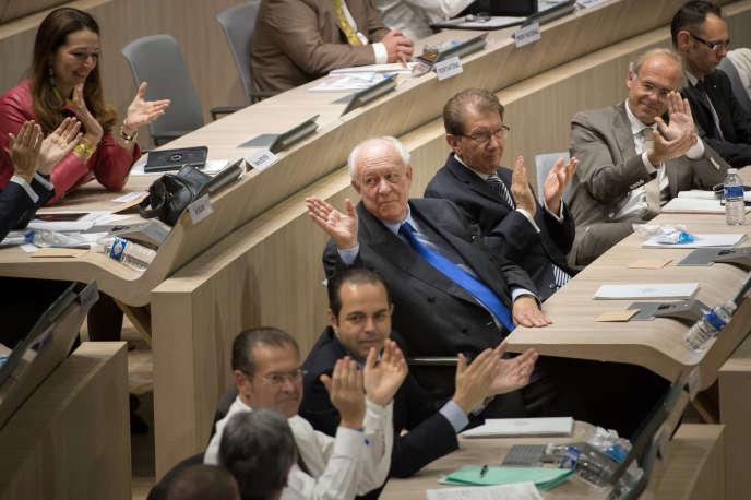 Jean-Claude Gaudin, lors de son élection comme maire de Marseille par le conseil municipal le 4 avril.