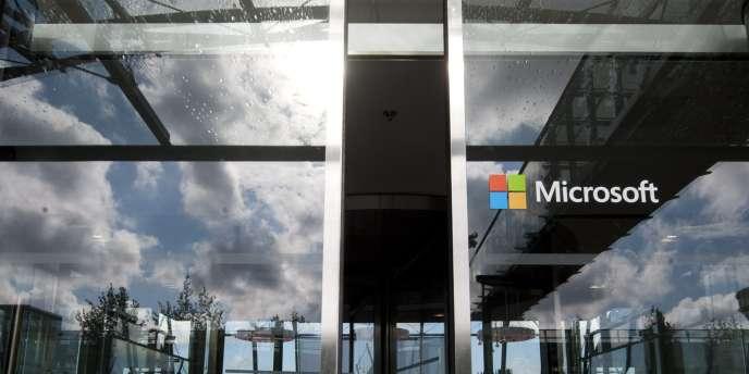 Le géant américain va supprimer 18 000 emplois d'ici à un an, dont 12 500 dans sa filiale Nokia et sa branche jeux vidéo.